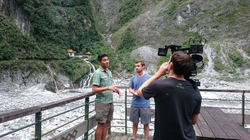 Adam Klein (center) and Jorge Maravilla (left) film a travel special for U.S. television network CBS Nov. 16 at Taroko Gorge in eastern Taiwan's Hualien County. (Courtesy of Tourism Bureau)