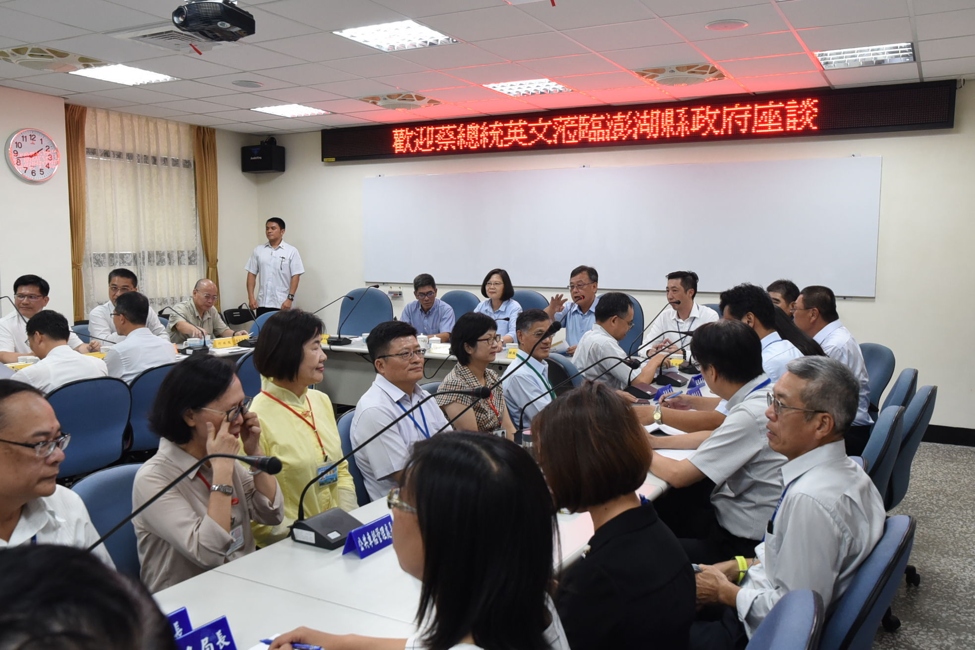 President Tsai Ing-Wen debriefed on the local construction at Penghu County Government office