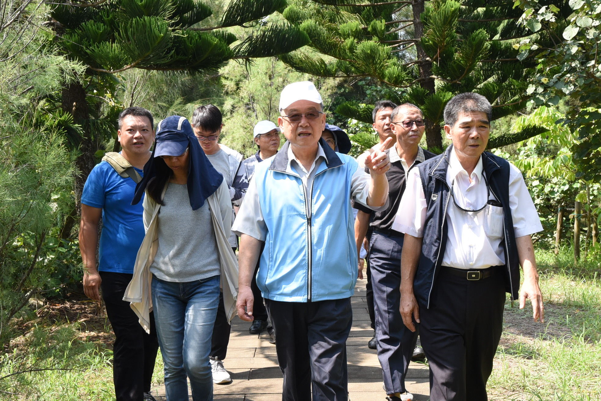 Penghu County Magistrate Lai Feng-Wei while inspecting the area planning
